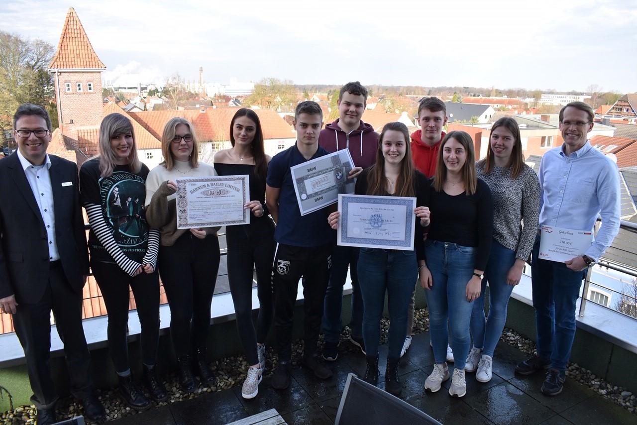 Schülerinnen und Schüler des Beruflichen Gymnasiums gewinnen beim Planspiel Börse